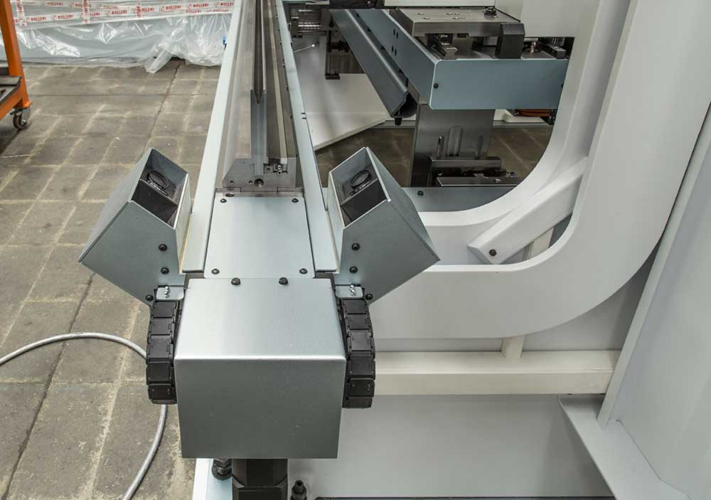 Laser bend angle measurement systems for CNC press brakes