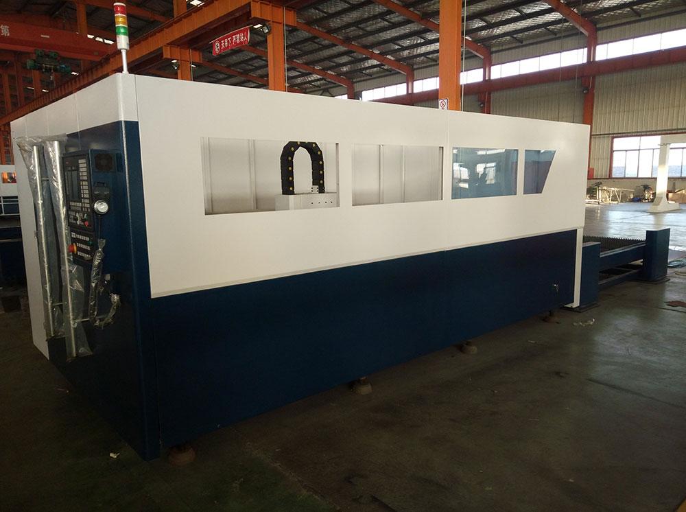 Accurl Ipg 3000w Fiber Laser Cutting Machine With Cnc